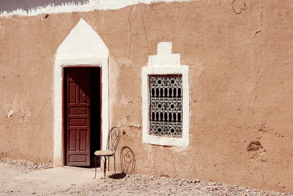 Haustür und Stuhl