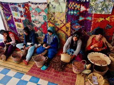 Frauen bei der Arganölpruduktion