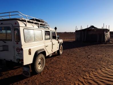 Landrover und Nomadenzelt