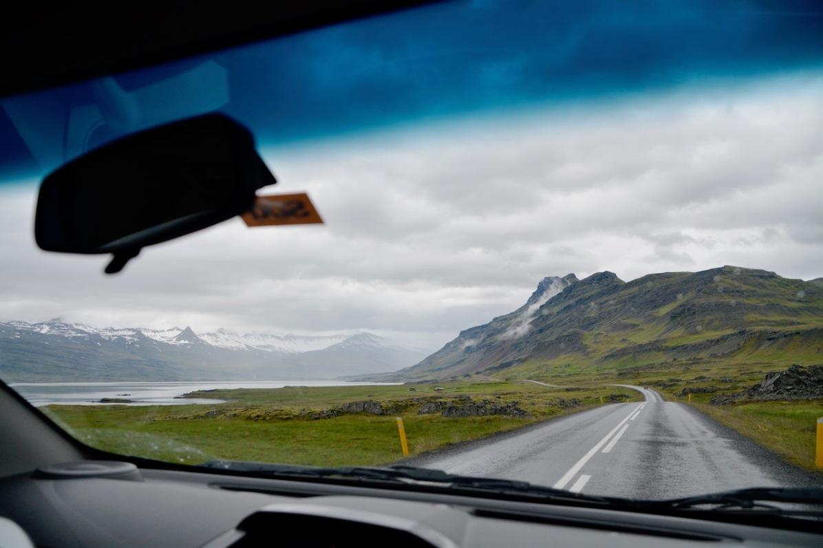 Strasse entlang der Ostfjorde